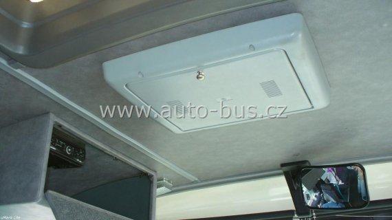 """Instalace 15""""elektrického stropního monitoru, DVD přehrávače"""