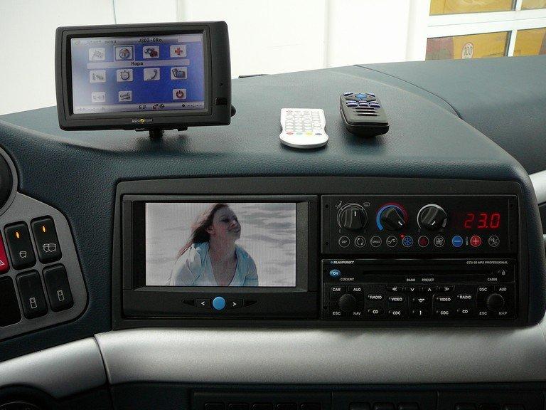 Instalace DVB T TV tuneru, interirérových kamer, navigace
