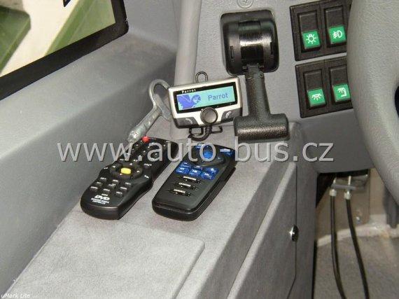 Instalace pevné navigace, DVD přehrávače, parkovací kamery, stropních monitorů